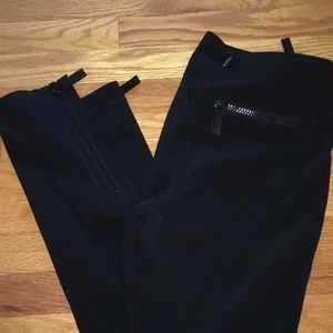BURBERRY USA size 6 black trouser pants with zip